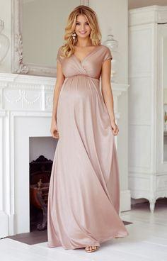Ein rosafarbenes Kleid ist toll um feminine Romantik und einen Hauch Farbe zu Ihrem Schwangerschaftsgarderobe hinzuzufügen. Unser Maxikleid Francesca ist elegant und wunderschön und strahlt einen Hauch Vintage aus.