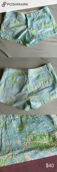 """Lilly Pulitzer Walsh Shorts size 0 Super cute green and blue shorts with crab print. 9"""" long, 3"""" inseam. Lilly Pulitzer Shorts"""