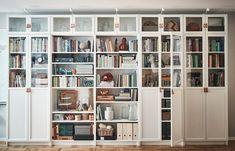 IKEA : la cultissime bibliothèque Billy a 40 ans, retour en images - Marci Ut. Ikea Wall Shelves, Ikea Bookcase, Built In Bookcase, Wall Of Bookshelves, Living Room Bookcase, Ikea Living Room, Billy Bookcase With Doors, Billy Bookcases, Ikea Billy Bookcase White