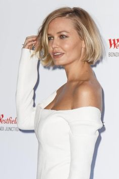 Lara Bingle shows off very slender figure in a tight black swimsuit Family affair:The captioned the summer-loving image 'Last week at Boat Harbour, Sydney,' while crediting husband Sam for capturing the moment Retro Hairstyles, Trending Hairstyles, Short Bob Hairstyles, Short Hair With Layers, Short Hair Cuts, Short Hair Styles, Looks Chic, Scene Hair, Great Hair