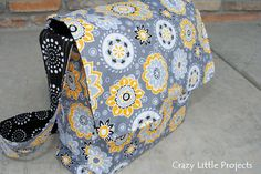 This messenger bag tutorial and pattern features step by step instructions to sew your own messenger bag. Easy tutorial with a free messenger bag pattern.