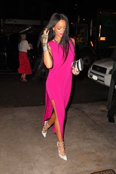 10 Style Rules To Learn From Rihanna | The Zoe Report Match Your Makeup to your outfit