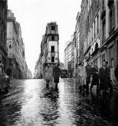 Pointe des rues de Cléry et Beauregard Paris 2e, 40s - Robert #Doisneau - via Rue Jean-Robert