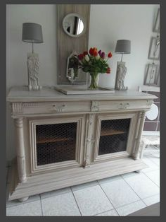 Discover recipes, home ideas, style inspiration and other ideas to try. Recycled Furniture, New Furniture, Furniture Makeover, Painted Furniture, Shabby Chic Upholstered Chairs, White Sideboard, Small Cabinet, Shabby Chic Farmhouse, Home Staging