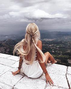"""- M È Z E N O V A (@mezenova) on Instagram: """"Это я сижу и жду своих драконов) ага, конечно) когда я села на парапет и начала фотографироваться,…"""""""