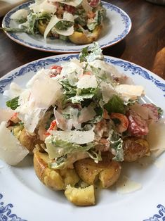 Delicious salad with crushed potatoes and parmesan dressing Crushed Potatoes, Swedish Recipes, Potato Salad, Main Dishes, Bakery, Food And Drink, Dressing, Lunch, Fish