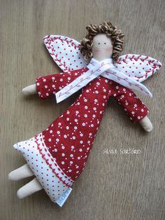 The World's Best Photos by Silvia Sartório Angel Crafts, Christmas Projects, Felt Crafts, Holiday Crafts, Diy Crafts, Christmas Sewing, Felt Christmas, Christmas Angels, Christmas Ornaments