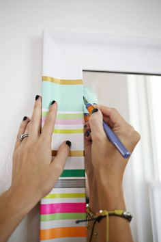 Easy way to add color to a boring mirror. This could be cool for the frames in the hall. Diy Washi Tape Decor, Washi Tape Wall, Diy Wall Art, Diy Wall Decor, Tape Crafts, Diy And Crafts, Design Crafts, Diy Tutorial, Craft Corner