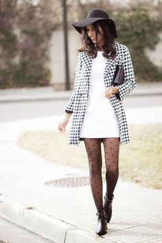 The Houndstooth Coat by Sissy à La Mode. Oh, this outfit is so cute. Fashion Mode, Look Fashion, Winter Fashion, Womens Fashion, Fashion Trends, Fashion Edgy, Aesthetic Fashion, Grunge Fashion, Fashion 2020