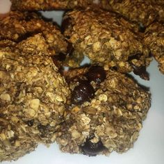 Lowcarb dark chocolate chip oatmeal cookies #nocarbs #darkchocolate #oatmeal #cookies #heaven #healthy #healthylifestyle #healthychoices #lowcarb #fitness #foodnetwork #snack #lovechocolate by gwennoury