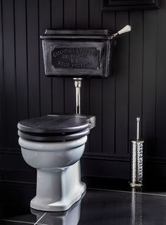 House Idears Traditional low level toilet cistern- the burnished finish in the Deluge design Stutter Bathroom Design Luxury, Bathroom Design Small, Bathroom Designs, Small Bathrooms, Bathroom Ideas, Victorian Toilet, Victorian Bathroom, Vintage Industrial Decor, Industrial Bathroom