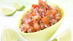 Tomatsalsaen vår smaker herlig av koriander, hvitløk, chili og lime, og er det naturlige tilbehøret til meksikansk mat som taco, m.m. Prøv den også som dipp til gr&osl...