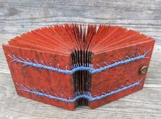 Caterpillar stitch binding by Randi Parkhurst Books Art, Decoupage, Paper Art, Paper Crafts, Handmade Books, Book Binding, Book Journal, Book Making, Mini Books