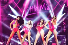 Jesy Nelson of Little Mix is quite ill. The illness of the star may affect Little Mix shows for some time. But what's the reason for the illness? Little Mix Leigh Ann, Little Mix Girls, Mixed Girls, Jesy Nelson, Perrie Edwards, Stage Outfits, Girl Bands, Looking Stunning, These Girls