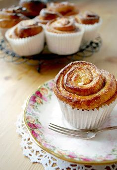 Katiecakes:+Cinnamon+Buns,+just+for+you!