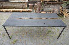 Eikenhout, looizuur, ijzeroxide, lijnolie en staal; A table!
