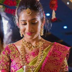 Wedding Saree Blouse Designs, Pattu Saree Blouse Designs, Indian Bridal Hairstyles, Indian Bridal Wear, Bridal Outfits, Indian Wedding Outfits, Wedding Saree Collection, Bridal Collection, Wedding Silk Saree