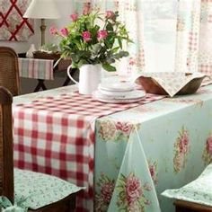 Tablecloth Using Fabric From Vintage Fabric Curtains (love these colors)