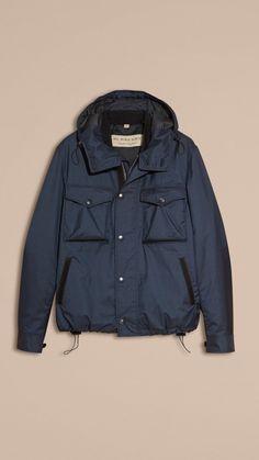 manteaux hommes · Blouson en matière technique à capuche avec bordure en  cuir d agneau   Burberry Cuir d06b0fdb831