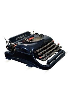 Remington Model 5 Typewriter by Kasbah Moderne on Gilt Home I'm kind of in love with the idea of getting a typewriter. Learn To Type, Nerd Decor, Antique Typewriter, Harry Potter Decor, Bookshelf Styling, Vintage Typewriters, Novelty Items, Cool Items, Decor Interior Design