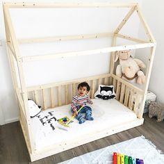 KIDSROOM-INSPO  Wie ihr seht kann man unsere Laken auch für die tollen Hausbetten hernehmen..da sieht das Kinderzimmer gleich viel heimeliger aus  Danke @douniaslimani für das schöne Bild ❤️❤️ Habt einen schönen Abend und eine traumhafte Nacht www.mylittlelove.de  #loveyoutothemoonandback#kidsroom#kidsroominspo#kinderzimmer#kinderzimmerinspo#babybettlaken#babyspannbettlaken#leintuch#babyausstattung#babyerstausstattung#madeingermany#baby2017#mama2017#maibaby2017#junibaby2017#julibaby20...