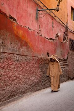 artafrica:  beau-tao:    Found on tomrobinsonphotography.com    Marrakech
