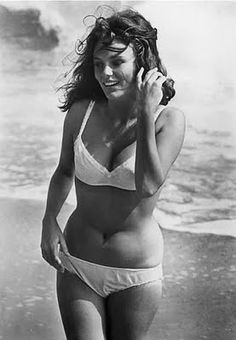 I love that she's not stick thin..jacqueline bisset