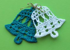 Crochet Ornament Tutorial for crochet bells. Make these for Chrismtas or wedding decoration. Use crochet bells for Christmas tree decoration or in cards and as gift tags. Step by step tutorial. Crochet Ornament Patterns, Crochet Ornaments, Christmas Crochet Patterns, Holiday Crochet, Crochet Diy, Crochet Motifs, Thread Crochet, Tutorial Crochet, Crochet Stars