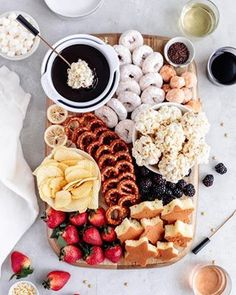 movie night snacks Rich and decadent Chocolate Fondue is perfect for a date night in! This easy dessert board features fun dipping options and is best enjoyed with your favorite wine Dessert Party, Snacks Für Party, Waffel Vegan, Dessert Platter, Movie Night Snacks, Party Food Platters, Charcuterie And Cheese Board, Cheese Boards, Think Food