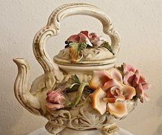 Vintage Christmas Party, Teapot Design, China Tea Sets, Teapots And Cups, Pot Sets, Ceramic Flowers, Chocolate Pots, Vintage Tea, Tea Party