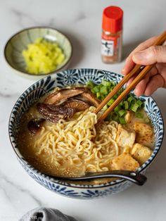 Vegetarian Ramen Recipe, Vegan Ramen, Ramen Recipes, Delicious Vegan Recipes, Asian Recipes, Cooking Recipes, Ramen Miso, Vegan Miso Soup, Tasty