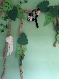 Lianas with monkeys, jungle! – Dschungel – Lianas with monkeys, jungle! Jungle Theme Classroom, Jungle Theme Birthday, Safari Theme, Classroom Decor, Jungle Theme Parties, Deco Jungle, Jungle Safari, Decoration Creche, Diy Jungle Decorations