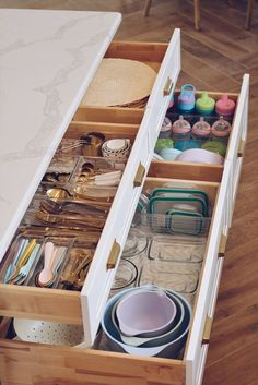 Home Decor organization Kitchen Organization: How to Organize Your Kitchen Drawers How to Declutter Your Kitchen - Kitchen Drawer Organization - The Pink Dream