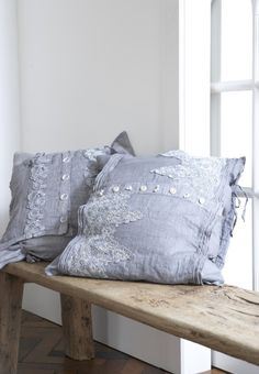 I love these pillows with lace <3