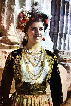 Φορεσιά Κέρκυρας Συλλογή Λυκείου Ελληνίδων Greek Traditional Dress, Traditional Art, Traditional Outfits, Greece Costume, Greek Dress, European Costumes, Corfu, Greek Culture, Folk Dance