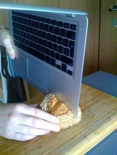 The new MacBook Air can be used as a knife - allsnotwellwithmaxwell Stupid Memes, Dankest Memes, Funny Jokes, Funny Images, Funny Photos, Gavin Memes, Cursed Images, Reaction Pictures, Dumb And Dumber