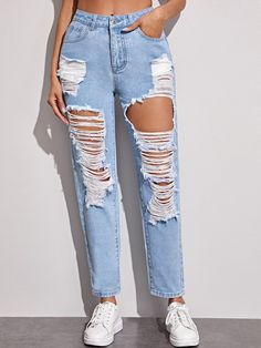 Curvy Outfits, Cute Casual Outfits, Pretty Outfits, Girls Fashion Clothes, Fashion Outfits, Clothes For Women, Ripped Jeans Style, Ripped Jeans For Girls, Ripped Boyfriend Jeans Outfit