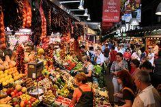 Barcelona: Unul dintre cele mai colorate și vibrante orașe europene, Barcelona excelează la capitolul experiențe culinare. Fructe de mare proaspete, tapas delicioase şi paella, toate udate cu carafe uriașe de sangria te așteaptă în această metropolă de pe malul Mediteranei.