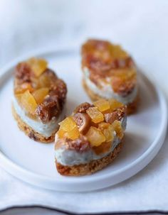 How to make a chic Christmas aperitif? - She - Roquefort calissons with dried fruit – of Roquefort – 2 tsp. mascarpone – 10 slices of g - Dessert Party, Brunch Recipes, Appetizer Recipes, Köstliche Desserts, Dessert Recipes, Chefs, Wie Macht Man, Foie Gras, Appetizers For Party