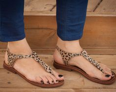 Sandals Summer LOVE THESE! Leather Women Sandals Animal Print Sandals Leopard by BangiShop, - There is nothing more comfortable and cool to wear on your feet during the heat season than some flat sandals. Toe Ring Sandals, Shoes Flats Sandals, Sandals Outfit, Cute Sandals, Flat Sandals, Spring Shoes, Summer Shoes, Summer Sandals, Simple Sandals