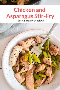 This amazing Chicken and Asparagus Stir Fry (with video) is made in less than 20 minutes and has the most delicious lemony stir fry sauce with honey, soy sauce, garlic, and ginger. This healthy recipe from Slender Kitchen is MyWW SmartPoints compliant. #kidfriendly #quickandeasy Healthy Eating Recipes, Healthy Cooking, Lunch Recipes, Healthy Meals, Easy Recipes, Healthy Food, Asparagus Stir Fry, Vegetarian Stir Fry, Slender Kitchen