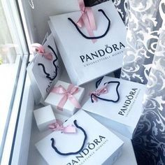 Find images and videos about luxury, shopping and pandora on We Heart It - the app to get lost in what you love. Shopping Spree, Go Shopping, Discount Shopping, Girly Things, Cool Things To Buy, Stuff To Buy, Birthday Goals, Mode Glamour, Paris Mode