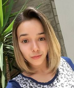 Latest Most Popular Hairstyles For Women - The Mid Length Bob Cuts! Bob hairstyles available in diff Medium Length Bobs, Medium Length Hair Straight, Mid Length Hair, Medium Hair Cuts, Shoulder Length Hair, Medium Hair Styles, Long Hair Styles, Medium Bob Hairstyles, Popular Hairstyles