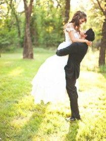 Wedding Photography - Bride and Groom, Romantic Wedding picture idea . Country wedding photography