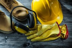Retain the safety at the workplace with standardized work gear - Today News Spot Best Workwear, Safety Workwear, Safety Clothing, Gear Shop, Simple Shirts, Best Deals Online, High Level, Going To Work, Workplace