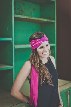 ... #Brillante ...  El #fucsia, uno de los colores más brillante de nuestra #colección. Una #cinta (modelo Tesalia) en raso con aplique #bordado móvil, que se puede colocar tanto al centro como a ambos lados. Con goma forrada atrás y lazo  Antes 34,90€, ahora 20,90€   Entra en http://grettandhipp.com/ estamos de #rebajas.  Feliz jueves  Equipo Grett & Hipp.  #Grettandhipp #Cintas #CintasGrett #Complementos #Diademas #Fiesta #Moda #Plumas #Strass 