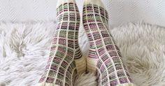 Amazing stripes and squares knit socks. Taimitarha: Ruutusukat (photos only) Slipper Socks, Slippers, Knitting Socks, Knit Socks, Handicraft, Crochet Projects, Knit Crochet, Cross Stitch, Stripes