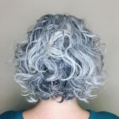 Awesome Curly Salt-and-Pepper Bob Grey Curly Hair, Curly Hair Cuts, Medium Hair Cuts, Curly Hair Styles, Long Curly, Black Hair, Light Blonde Highlights, Dark Blonde Hair Color, Bob Haircuts For Women