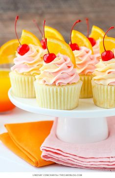 Tequila Sunrise Cupcakes These Tequila Sunrise Cupcakes are fun, fruity, and spiked to resemble a favorite cocktail of mine! They have the perfect mix of orange, grenadine and tequila flavors! Cocktail Cupcakes, Cocktail Desserts, Fun Cupcakes, Cupcake Cakes, Tequila Cake, Alcoholic Cupcakes, Tequila Tequila, Summer Cupcakes, Cookies