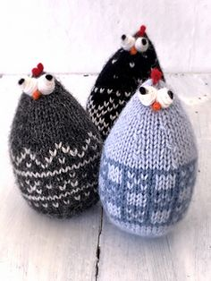 Ravelry: Easter chickens Norwegian style pattern by Bente Presterud Knitted Animals, Knitted Hats, Free Rabbits, Norwegian Style, Chicken Pattern, Easter Egg Pattern, Chicken Crafts, Easter Crafts For Kids, Easter Chickens